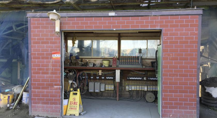斉藤砂利工業様の大型機械の操作室